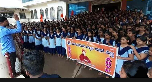 Photo of HUBBALLI STUDENTS PROTEST AGAINST DOCTOR'S RAPE MURDER CASE