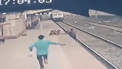 Photo of Netizens Demand Award For Mayur Shelke Who Saved A Kid From Death